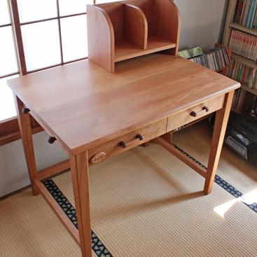 アメリカンチェリーのシンプル学習机(厚木市・A様邸)