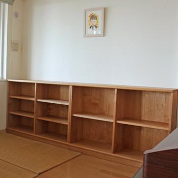 リビングルームに置く絵本棚(横浜市・F様邸)