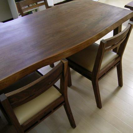 耳付きウォルナットのダイニングテーブル&組み木の椅子(桜川市・K様邸)