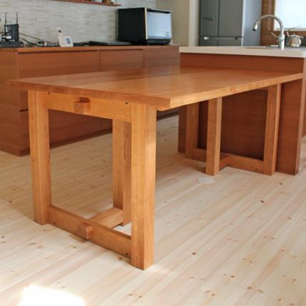 座卓にもなるアメリカンチェリーのシンプルダイニングテーブル(厚木市・K様邸)