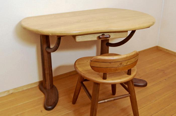 そら豆デスクとそら豆の小椅子(西東京市・A様邸)