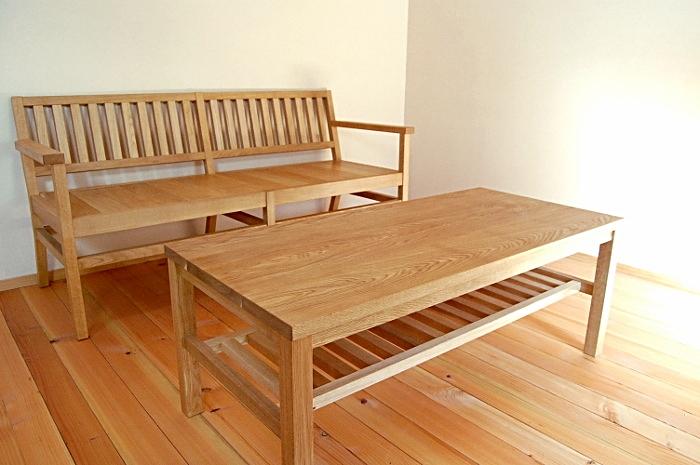 シンプルセンターテーブルと羽目板ベンチ(横浜市I様邸)