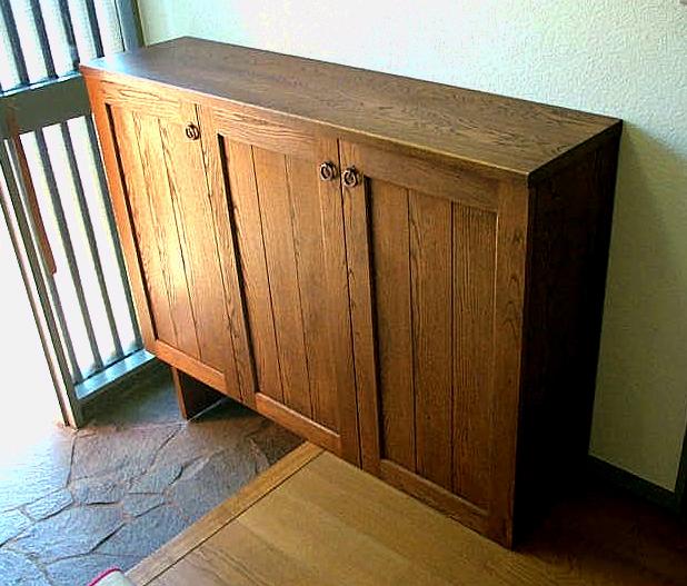 アメリカンチェリーのコンパクトな下駄箱(横浜市・K様邸)引き違いの框戸