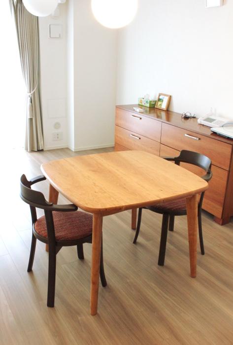 アメリカンチェリーのスクウェアなダイニングテーブル(板橋区・I様邸)