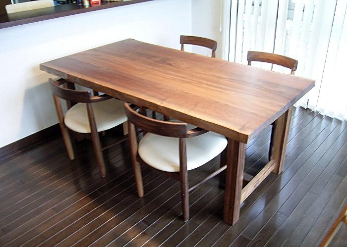 座卓にもなるウォルナット耳付きダイニングテーブル&特注椅子(綾瀬市・Y様邸)