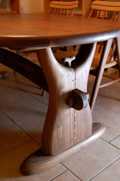 ウォルナットの黒豆ダイニングテーブル