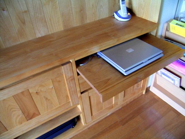 ダイニングで使うPCデスク付きのカップボード(府中市・O様邸)スライドテーブルはパソコンデスク