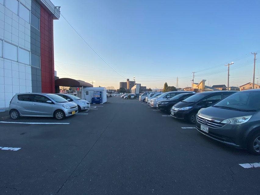 【施設内の駐車場】