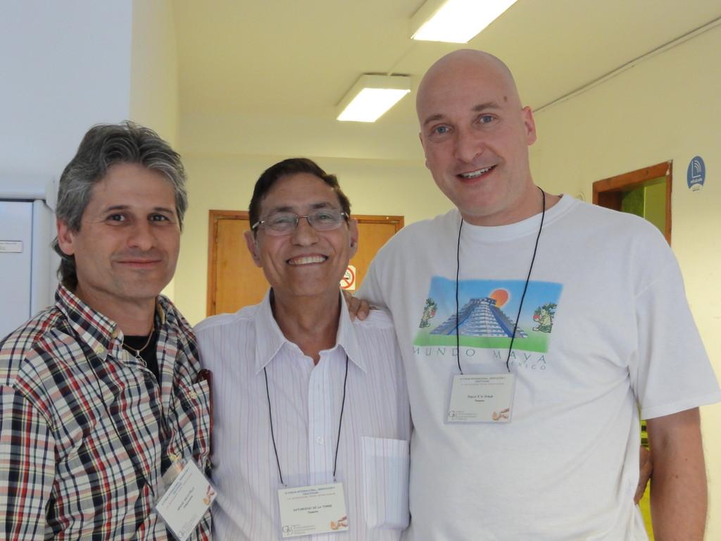 Aquí estoy con Ignasi Salvaterra y en medio Saturnino de la Torre, el catedrático y autor de creatividad que siempre quice conocer.