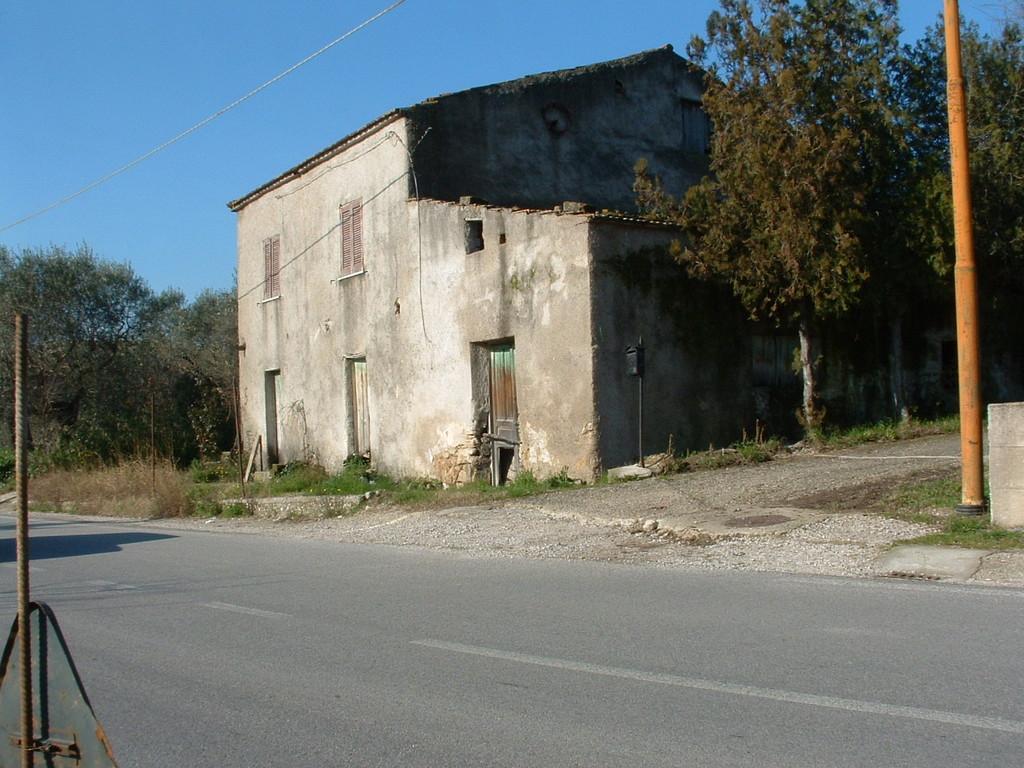 Agropoli: Ristrutturazione edilizia di un immobile per civile abitazione (prima)
