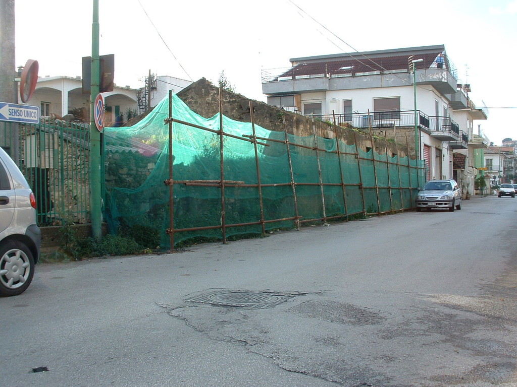 Agropoli: Ristrutturazione edilizia di un immobile adibito a locali commerciali e box auto (prima)