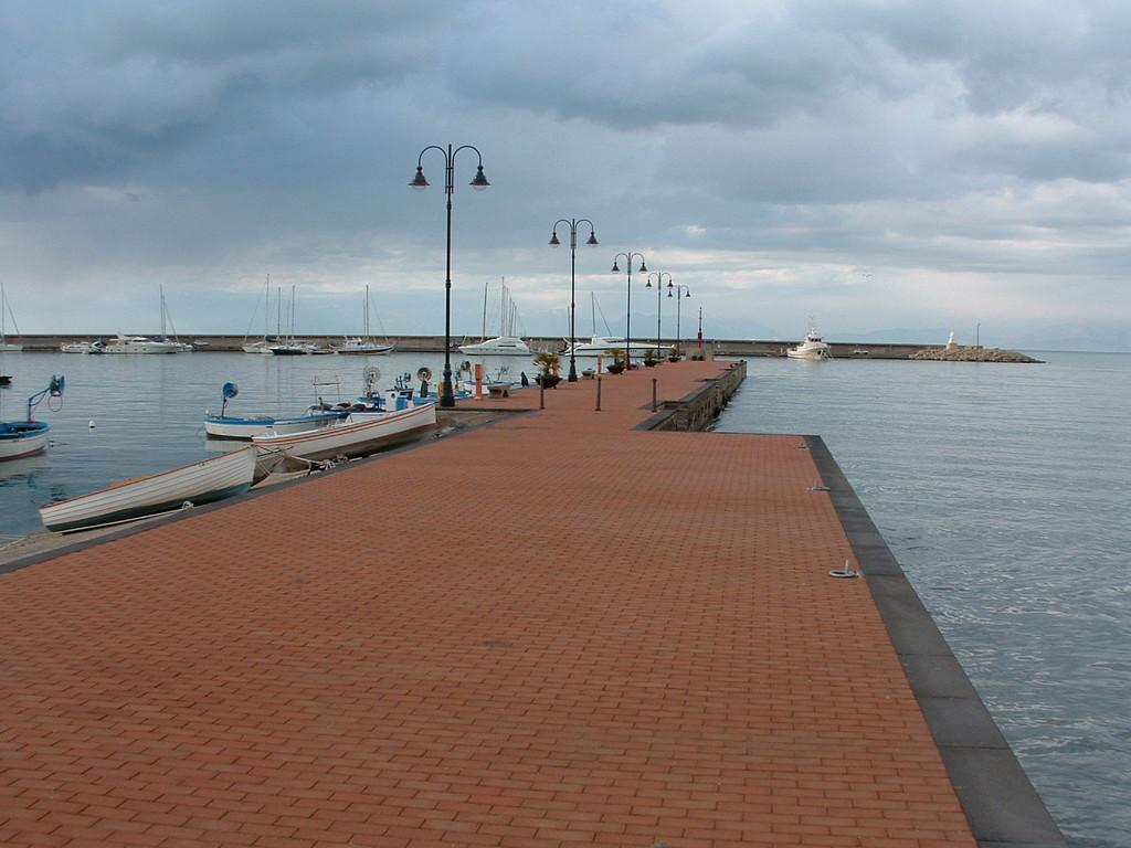 Agropoli: Adeguamento infrastrutturale ed attrezzaggio del porto peschereccio di Agropoli