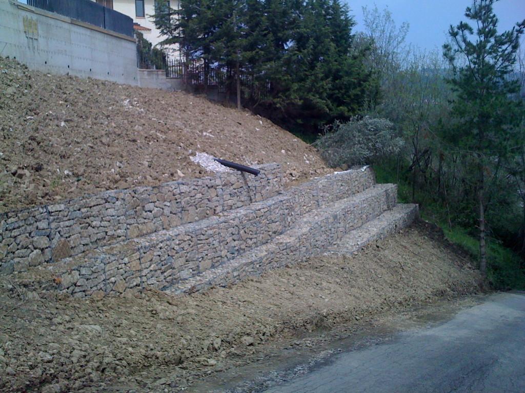 Agropoli: Ripristino di un versante franoso con gabbioni ed opere in c.a.