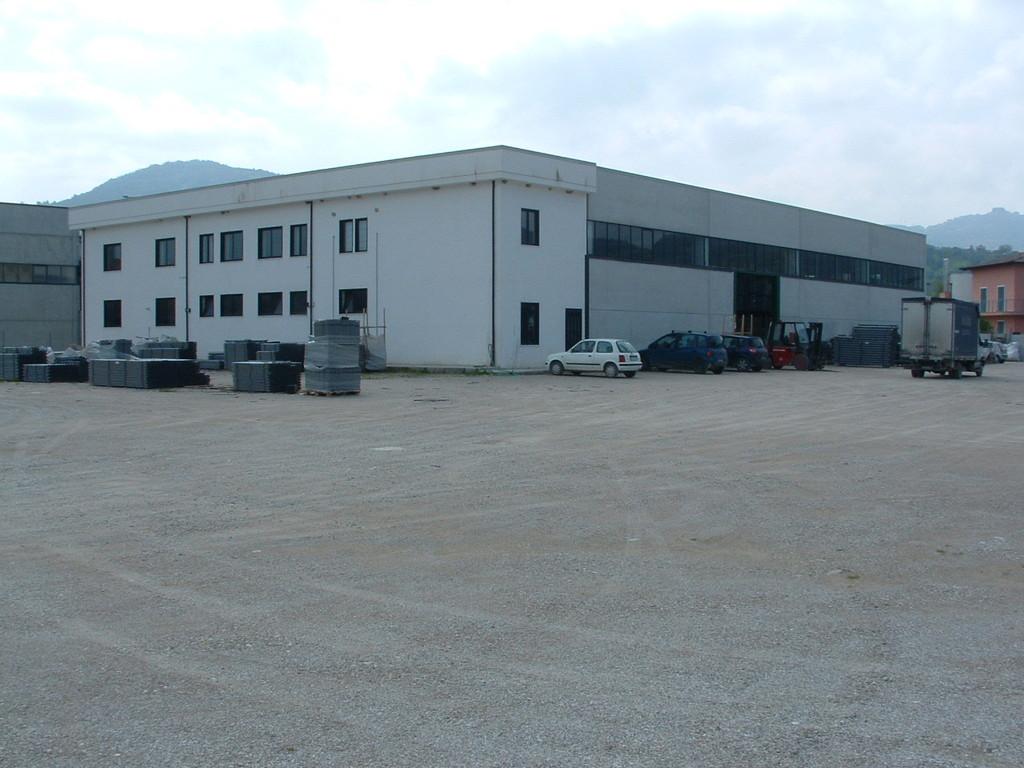Cicerale: Stabilimento industriale (1500 mq) adibito alla produzione di tubi e sifoni in polipropilene