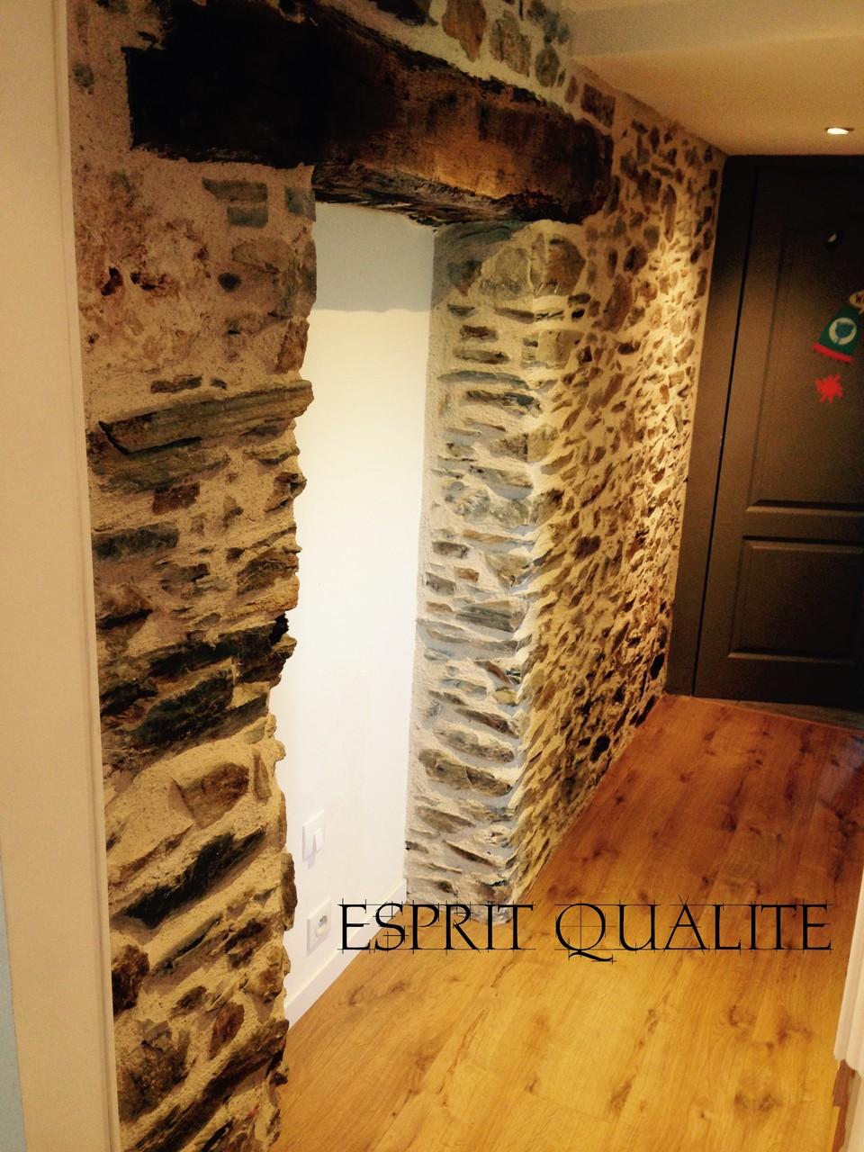 Réalisation des joints de mur en pierre