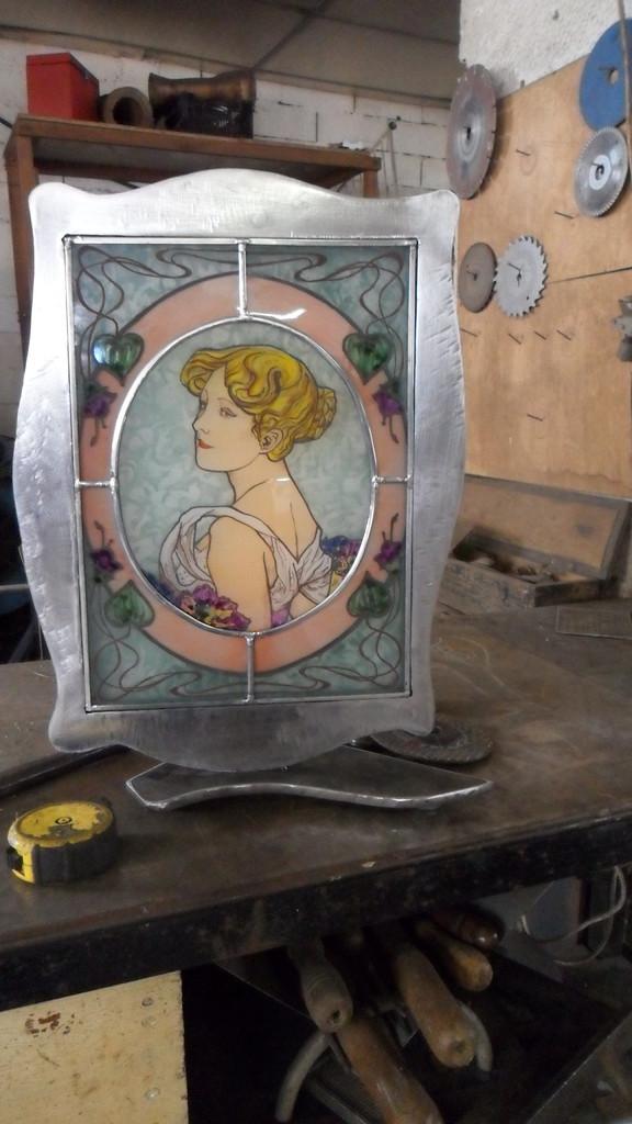 Portrait jeune femme d'aprés Mucha à l'atelier fer