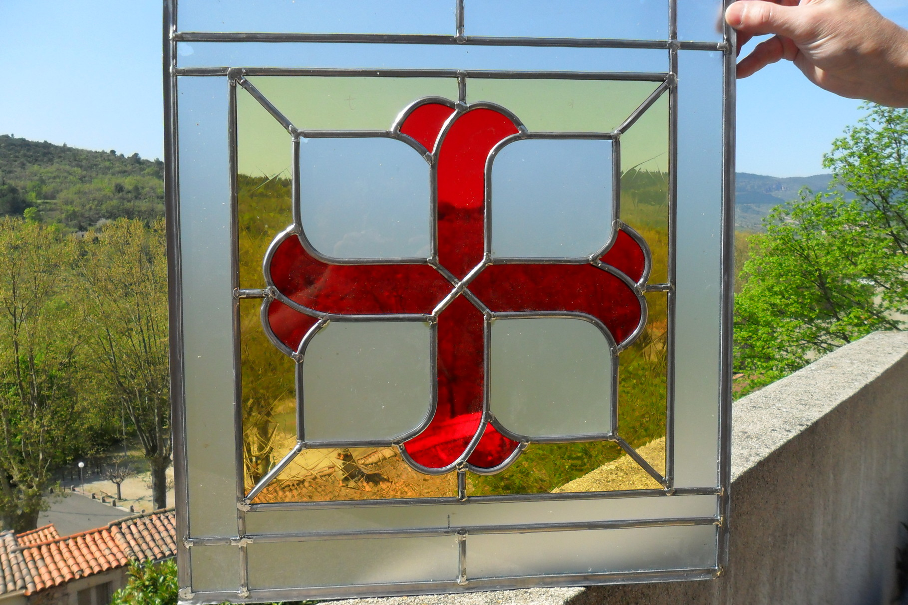 croix cathare- art du vitrail- Narbonne