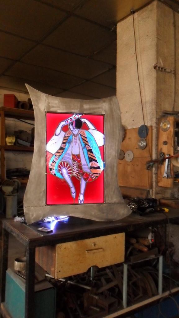 Cadre danseur à l'atelier fer-Art du vitrail