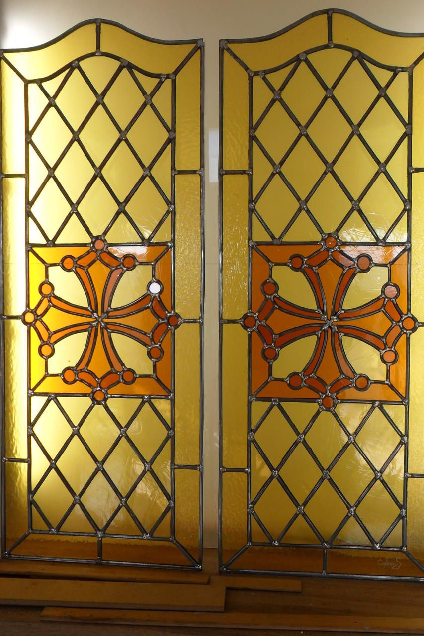 vitrail croix du Languedoc pour des portes de placard-St Pons de thomières 34