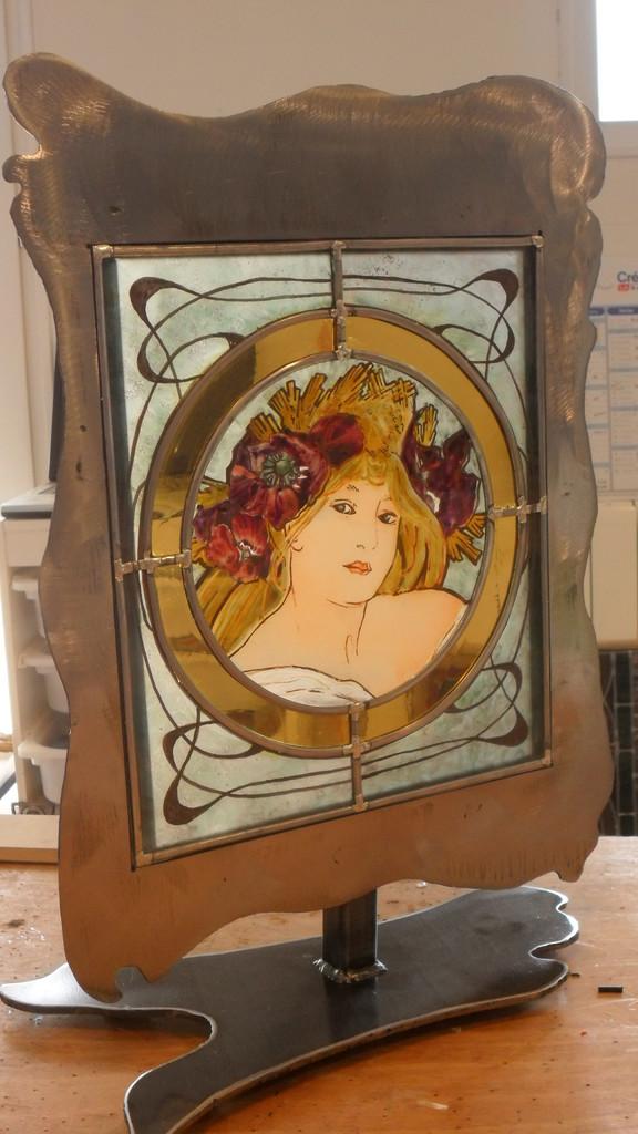 Jeune fille aux coquelicots  0.35x0.50- Art du Vitrail