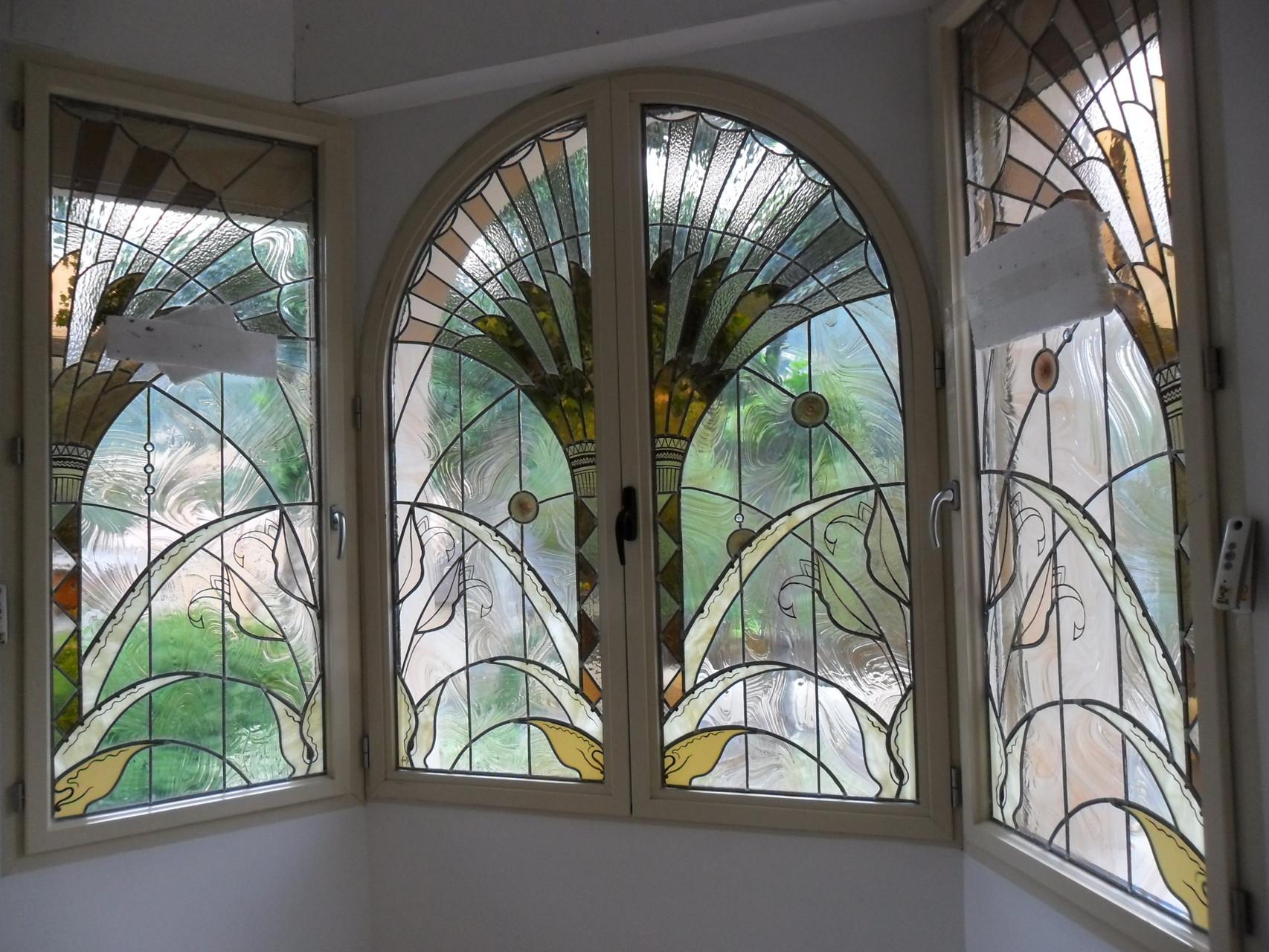 Vitraux classiques art du vitrail cr ation et for Faux palmier deco