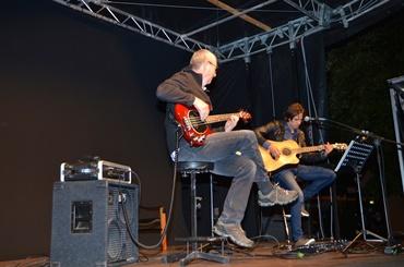 ROKIZELJKO & Georg Fliri am Bass OPEN AIR Marktplatz Rankweil bei der Premiere von Maria & Anna Neuschmid das Interview