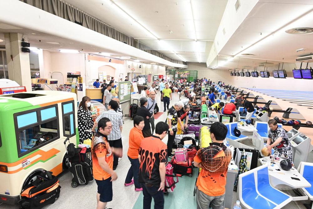 お揃いのユニフォームを着た常連さんや、県外からもファンも多く集いました。