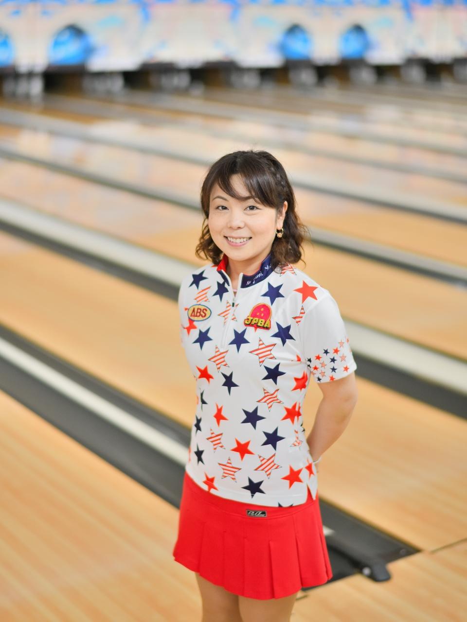 約1年近くぶりにご登場いただきました吉田真由美プロ。吉田プロが投球するレーン周囲はいつも笑顔で絶えない様子でした。