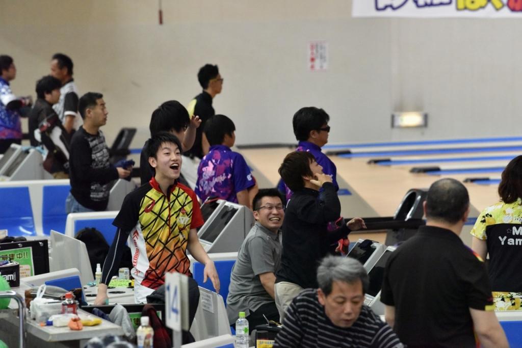先月開催された、第55回 全日本ボウリング選手権大会出場メンバーの村瀬大地くん、吉村直人さん。