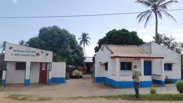 Gesundheitsstation und unser Haus in Mossuril