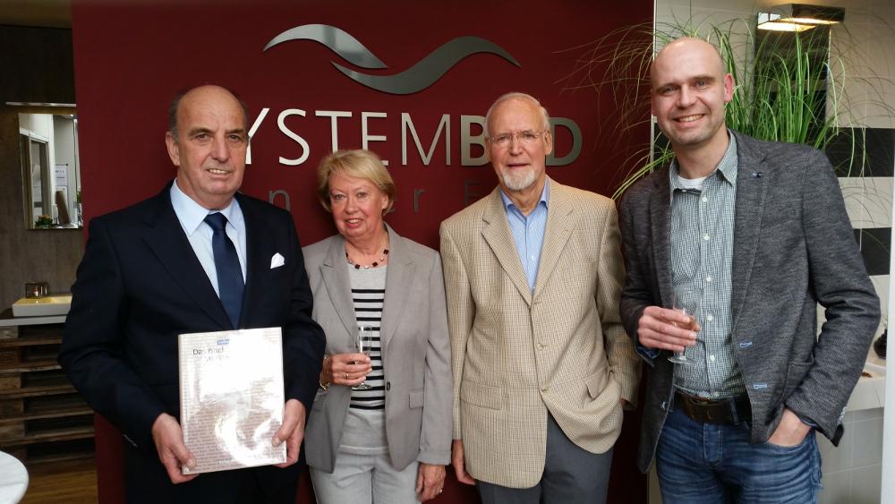 Bei der Ehrung (v.l.): Michael Darda, Gisela van der Ende, Adrianus van der Ende und der Unternehmer des Jahres Jörn van der Ende. Foto: Reichwein