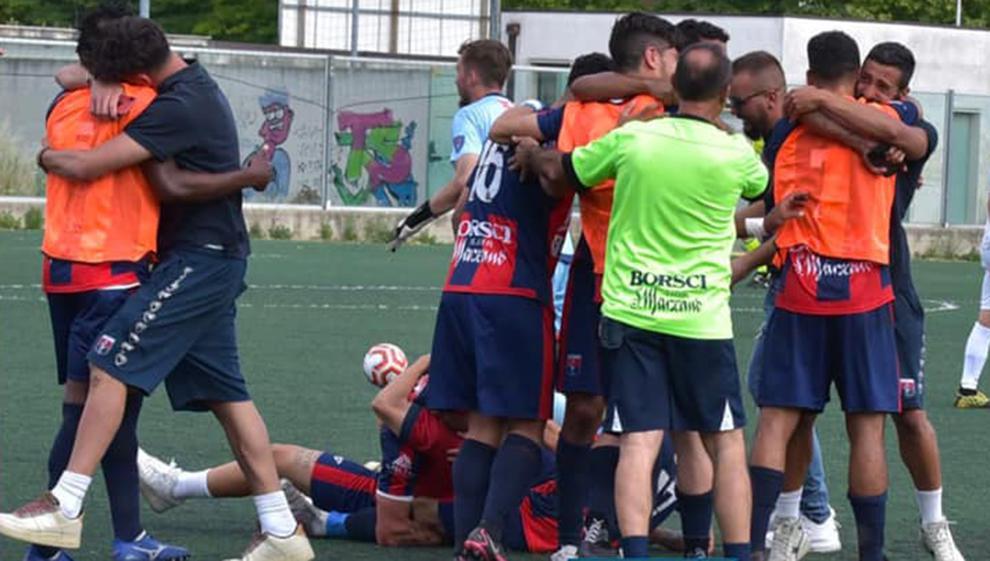 Fernando Tissone logra el ascenso con el Taranto CF