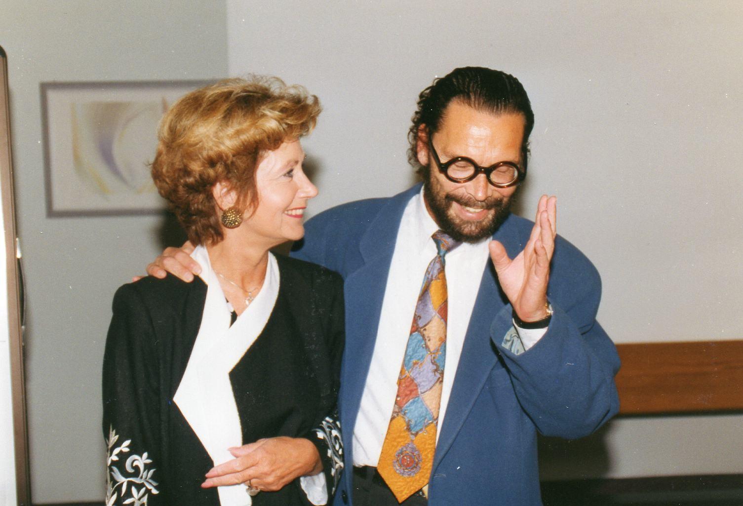 Herta Strecker-Harder mit Referent Dipl.-Psych. Wolfgang Schiller - 1992 Freiburg