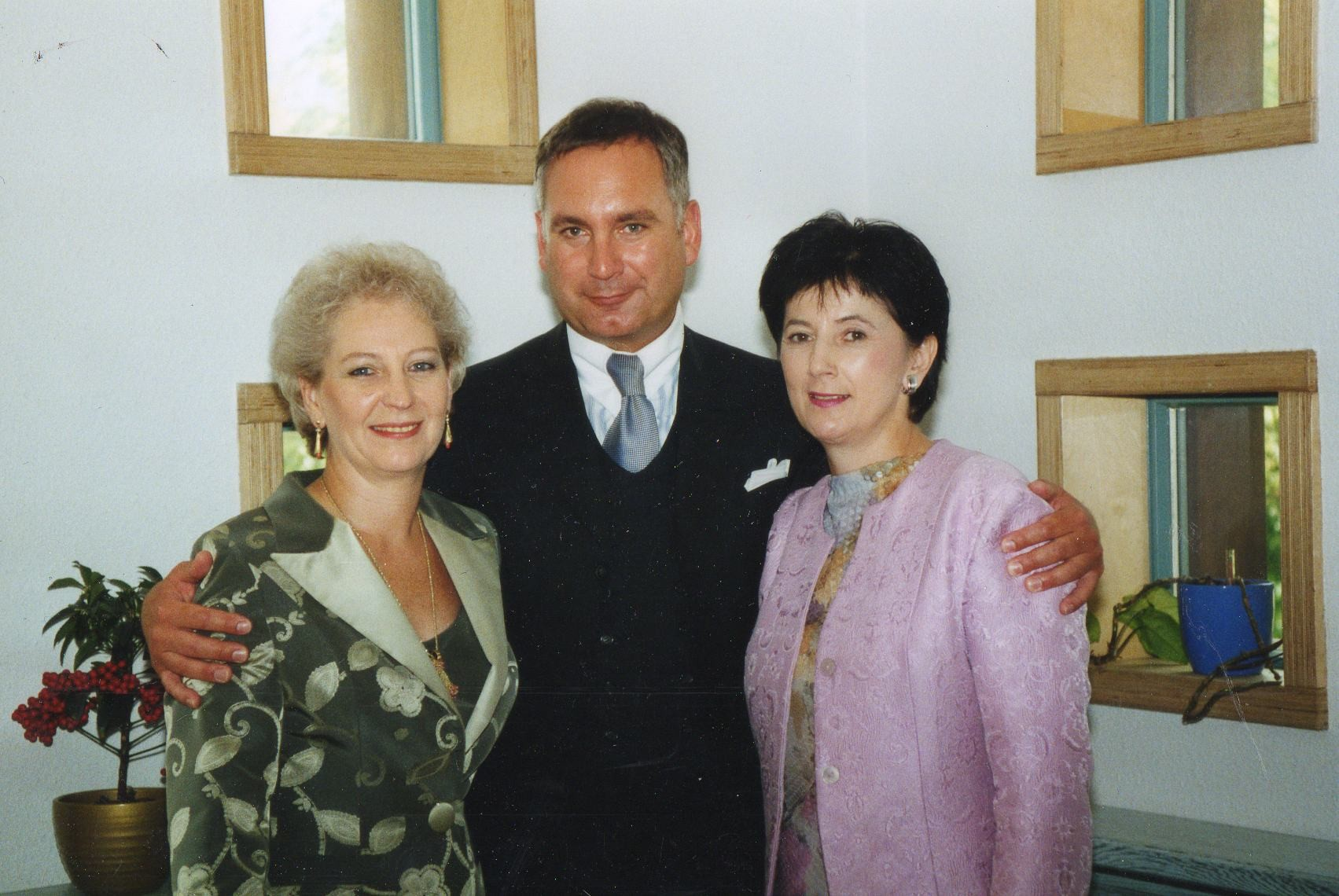 v.l.n.r. Helga Freier, Herr Pape aus Paris, Frau Priller aus Wien - 2001 Nürnberg