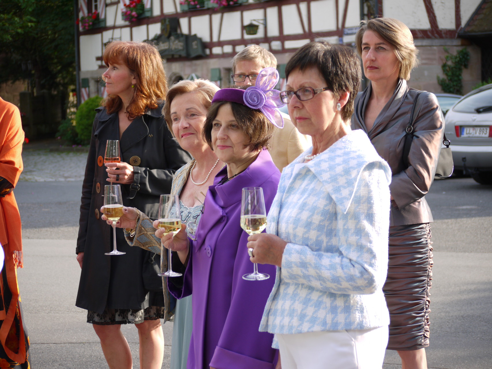 Die Damen genießen die Modenschau