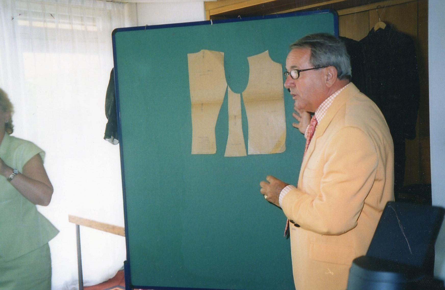 Schnitte aus der Pariser Haute couture  - 2003 Freiburg