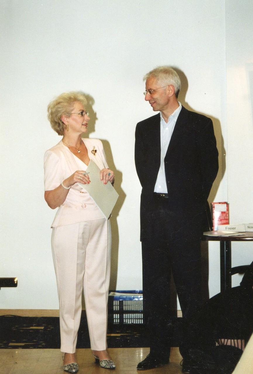 """Herr Gerd Eggers referiert zum Thema """"Mensch & Raum Grundausbildung Feng Shui"""" - 2002 Strasbourg"""