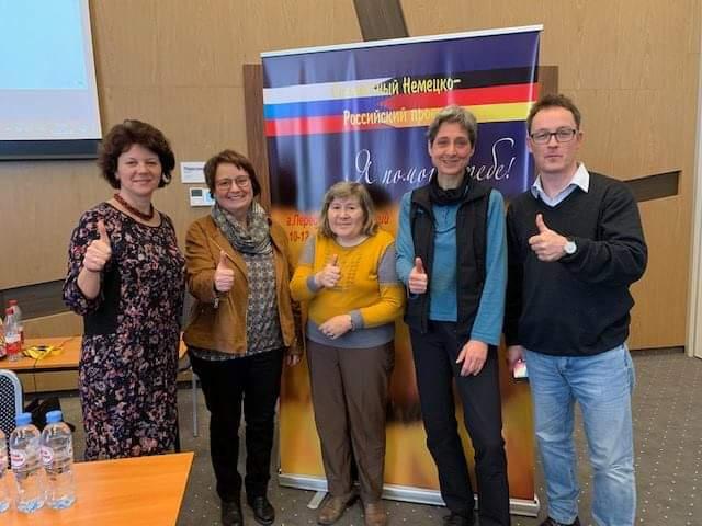 Ein Teil des Teams mit der Journalistin Ekaterina K.