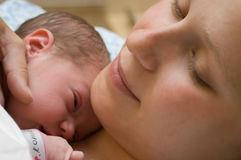Nachbetreuung beim Stillen, bei der Pflege Ihres Babys, beim Tragen des Babys und bei der Rückbildung