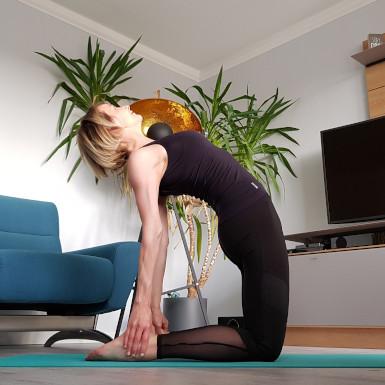 Ustrasana: Dehnung der Körpervorderseite und Kräftigung der unteren Rückenmuskulatur