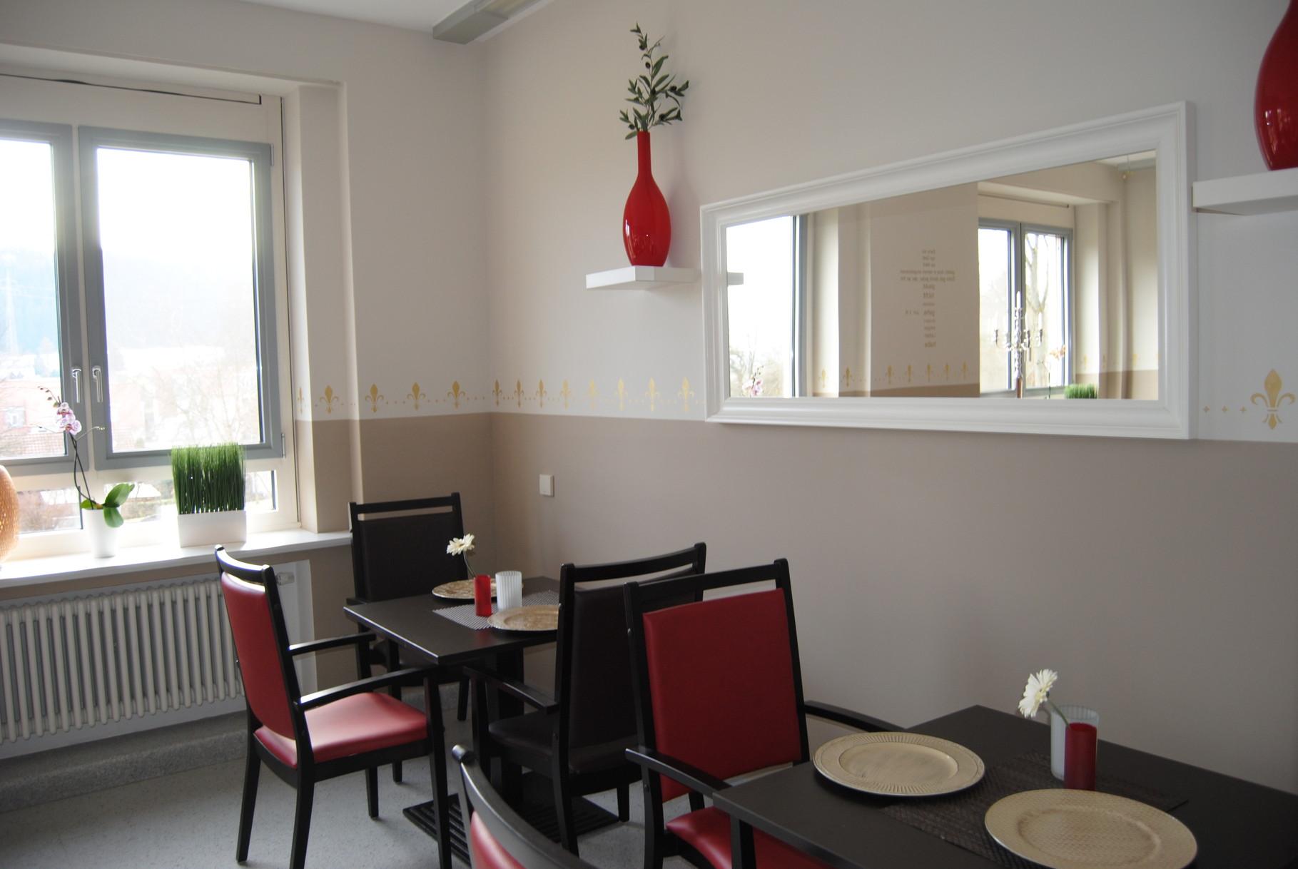 Unser Speisesaal. Wo die Liebe den Tisch deckt, schmeckt das Esssen am besten!