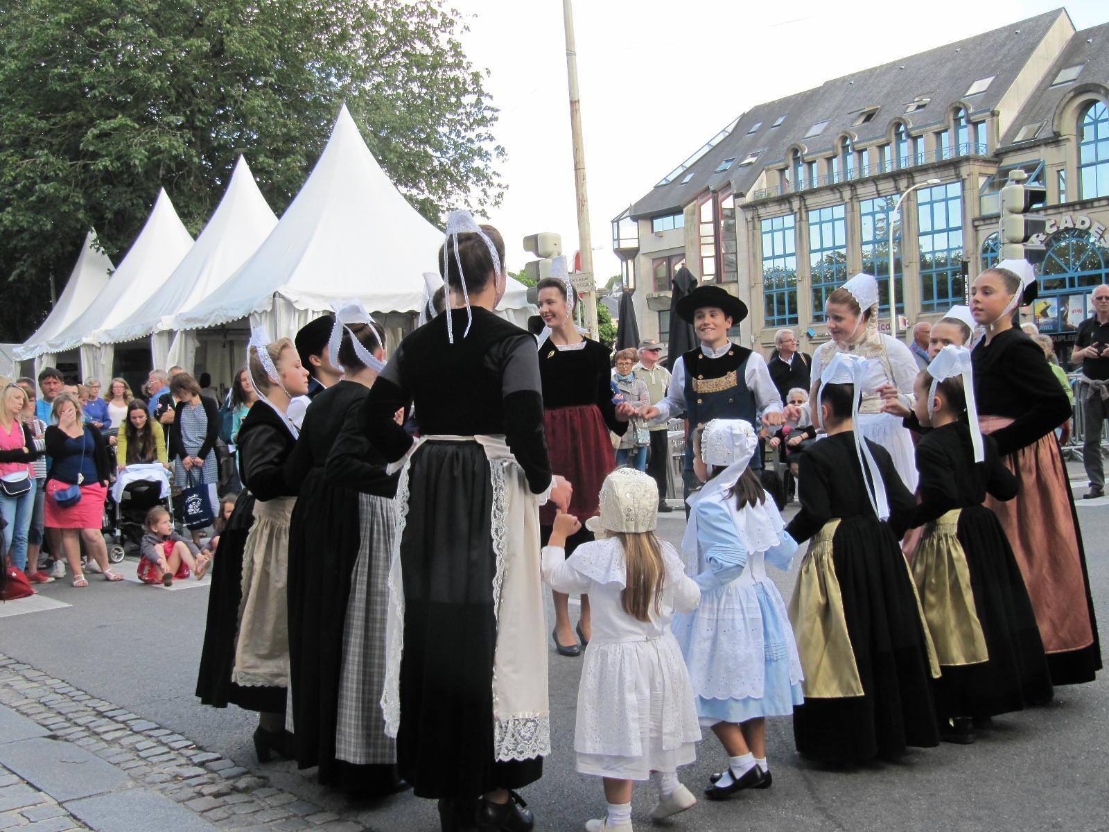 Animation pendant la semaine du Festival de Cornouaille avec le cercle de Landrévarzec