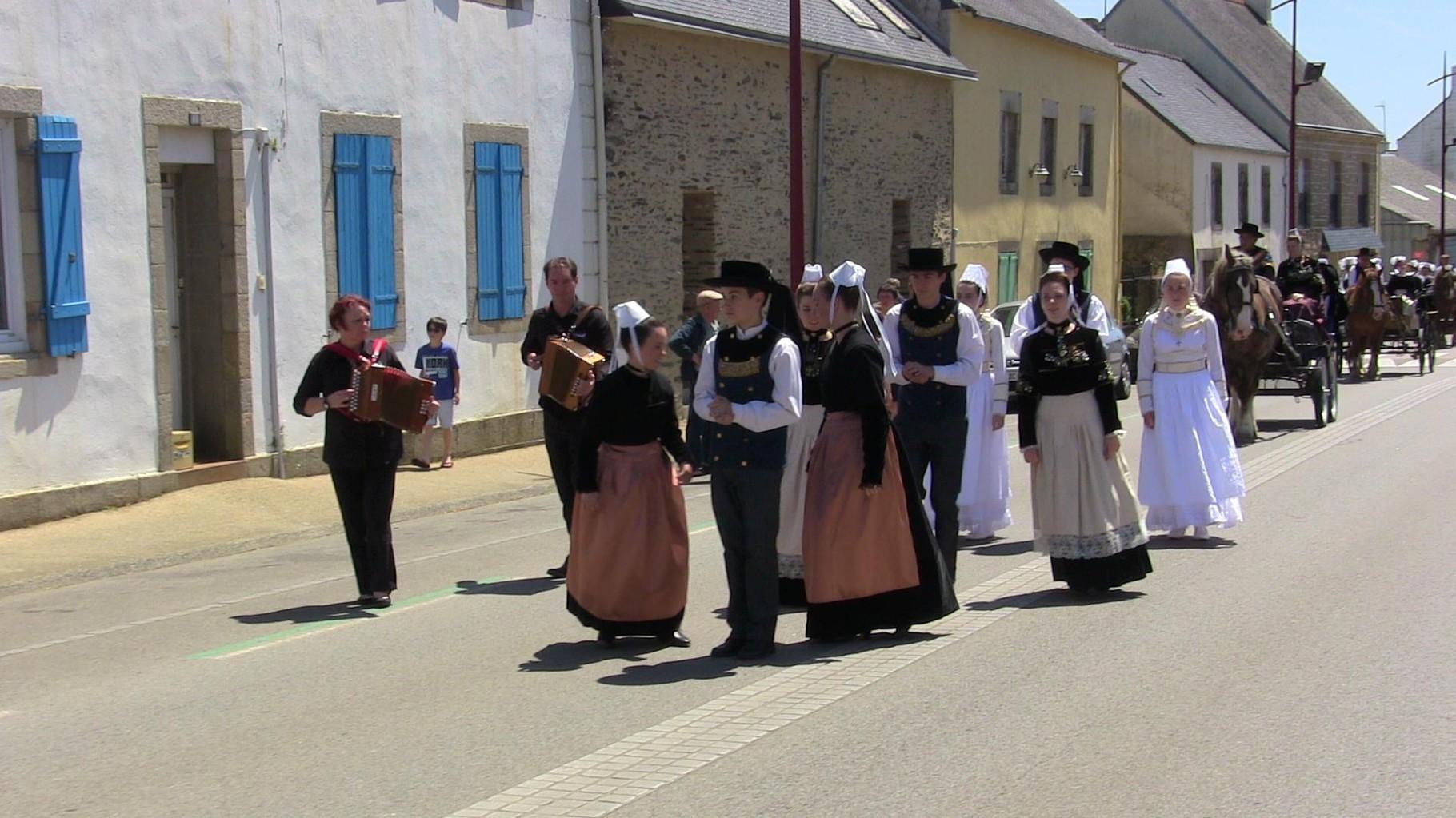 """Défilé à Briec, """"Pays du mouvement Glazik"""""""