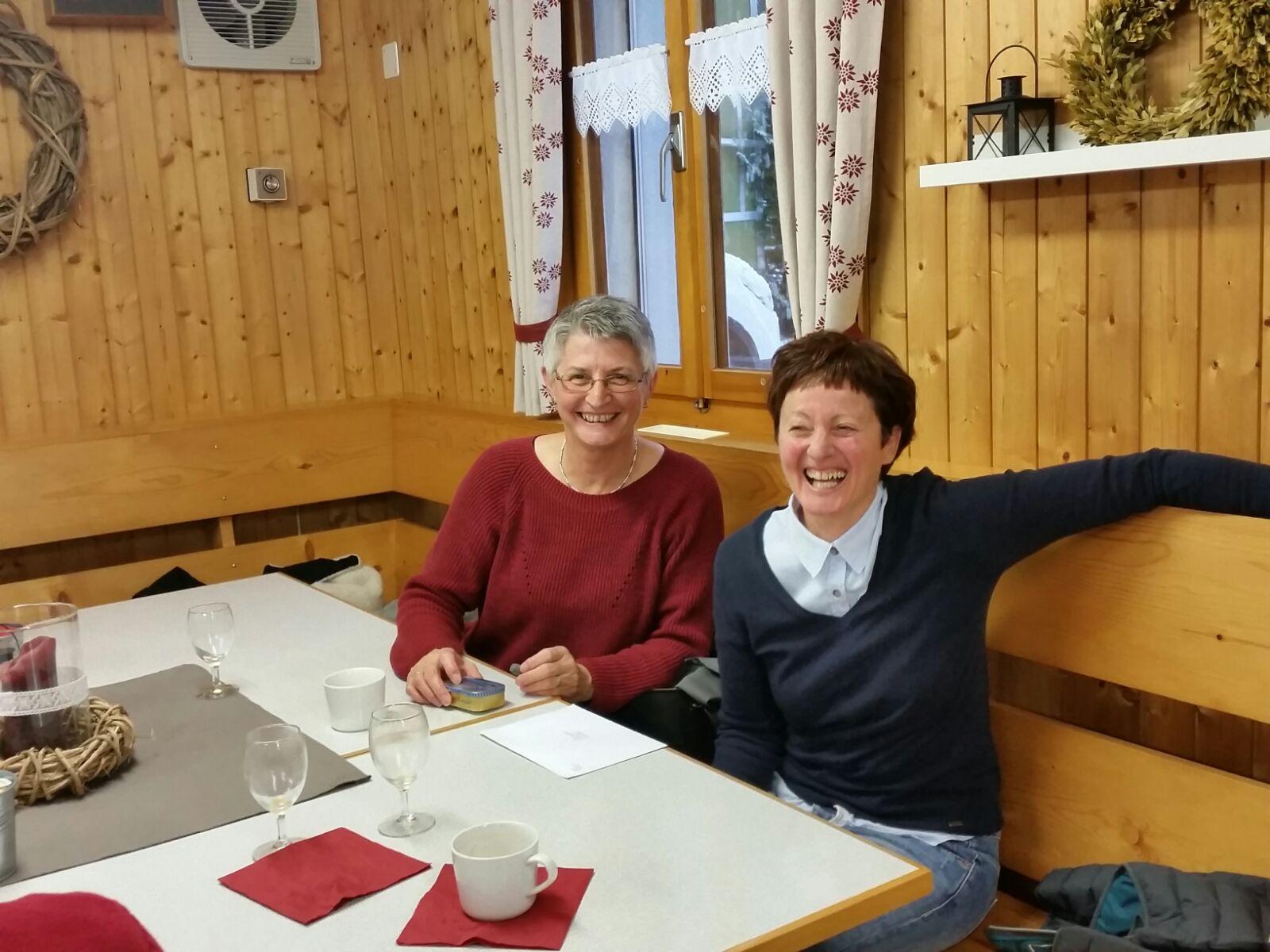 Jahresbrunch 2016 v.l. Maria C. unsere 1. Kassierin und Marianne V. aktuelle Kassierin