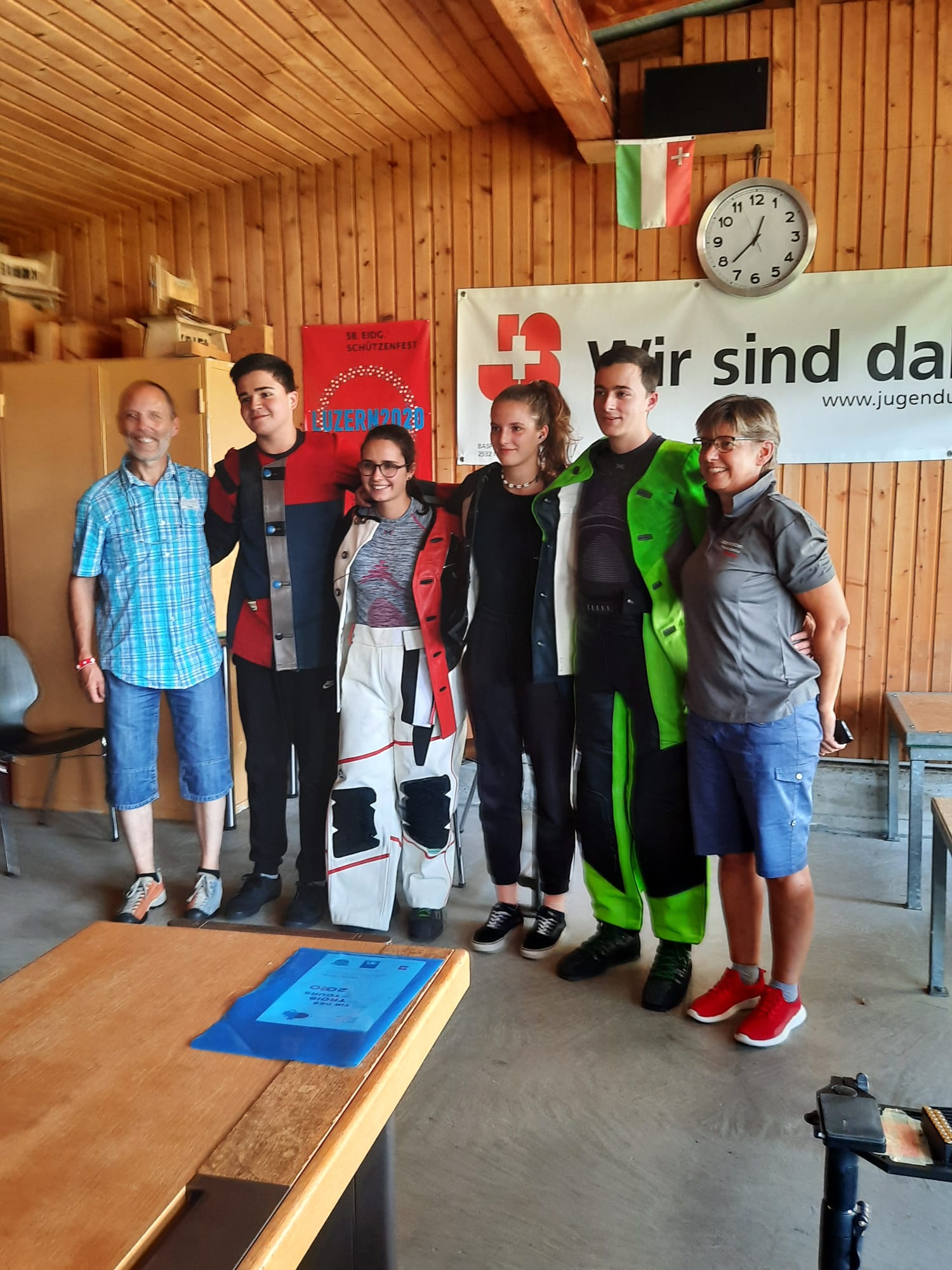 SGM Finale 2020 mit Sieger und Trainer v.l. Baseli * Tino * Annina * Anja * Chris * Yvonne