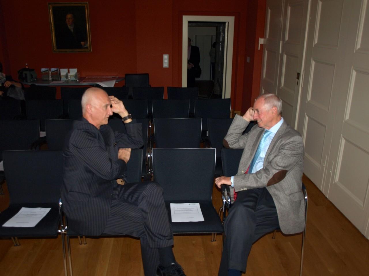 Jozef Banás (li.) im Gespräch mit Peter Pragal