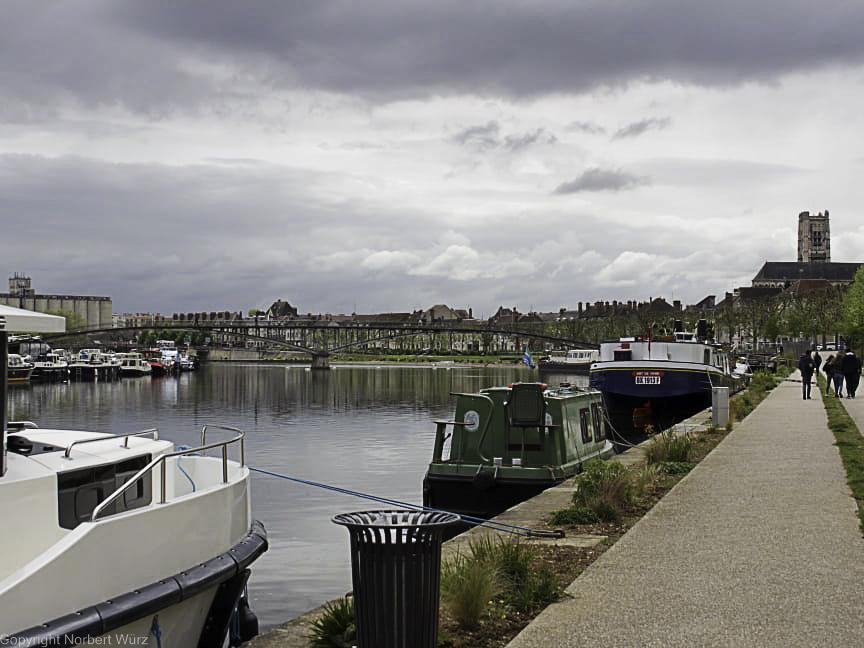 Bild: Promenade an der Yonne in Auxerre
