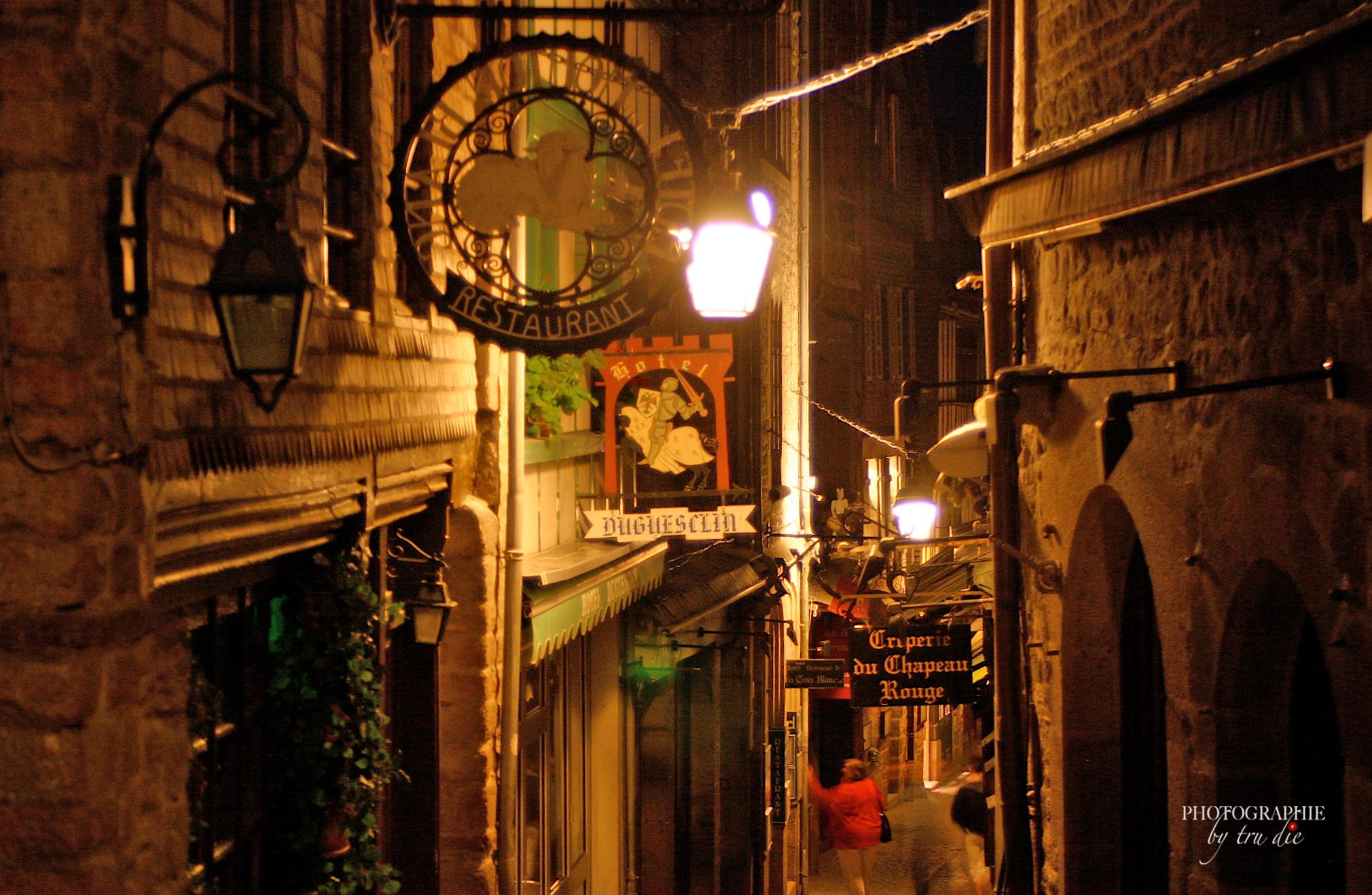 Bild: Mont-Saint-Michel bei Nacht