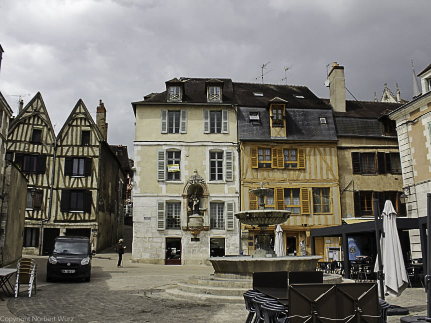 Auxerre Place Saint-Nicolas