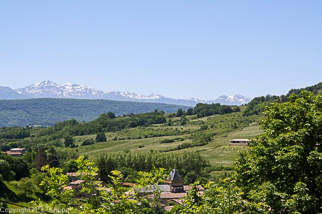 Bild: Blick auf die Pyrenäengipfel von Burgruine Puivert